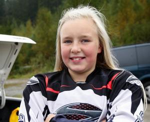 Under de fyra år som Elin Karlsson har kört motocross, så har det blivit ett antal vurpor. Men det är inget som avskräckt Elin, som har Örabergsbanan som hemmabana. Foto:Gunne Ramberg