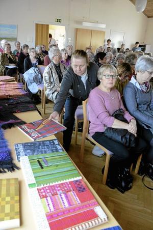 Fullsatt. Under föreläsningen fanns även ett urval av Malin Selanders böcker och kläder att ta del av.