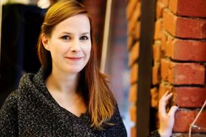 Johanna Landin har ett späckat program i höst och vinter. Just nu håller hon tummarna för att hennes bokhylla ska finna sin väg ut på marknaden.                                                                                                                 Foto: Ulrika Andersson