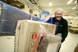 Håkan Erlandsson hade åkt från Gustafs för att fynda när Nisses sålde ut. Och han rullade en välfylld varuvagn mot kassorna.