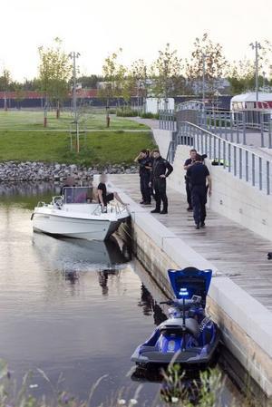 De misstänka gärningsmännen greps strax efter 20 vid Gävle Strand. Brottsrubriceringen är försök till stöld, eftersom de inte fick med sig någonting från Engeltofta.  Foto: Jörgen Svendsen
