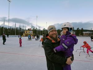 Andreas Stendalen med dottern Alice Frykeskog deltog i