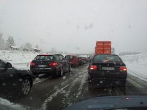 Stillastående trafik på riksväg 50 i höjd med Tallen, strax utanför Falun.