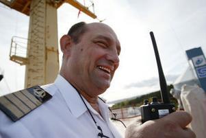 Kapten Michail Chernirov har varit till sjöss i 33 år och har sett med om det mesta i fråga om dramatik på havet.