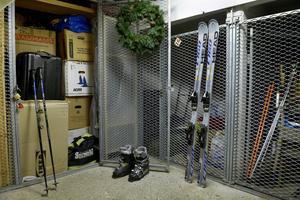 Många svenskar passar på att inspektera och rensa sina förråd under januari.