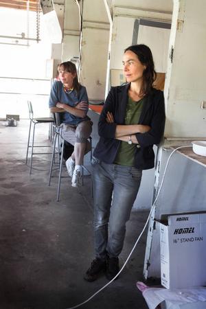 Jennie Öberg från Tomma rum, till höger, och Konstkraft Ljusnes projektledare Ann-Caroline Breig är nöjda med sommarens konstprojekt.