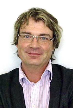 Tomas Olsgården gillade inte att Tidningen Ångermanlands reporter Tomas Izaias Englund ställde frågor till honom.
