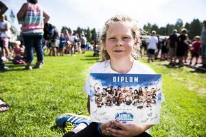 Moa Magnusson, 9 år, var en av de som genomförde hinderbanan. När gatloppet var avslutat fick alla barn varsitt diplom med gladiatorernas autografer.