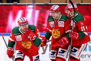 Jacob Nilsson, Sebastian Hartmann och John Persson jublar efter ytterligare ett mål. Foto: Daniel Eriksson/Bildbyrån