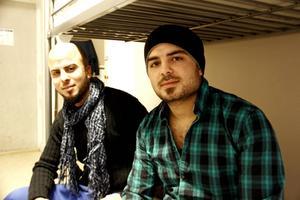 Salah och Azad Nassan i sitt lilla rum för fyra personer på asylboendet i Kungsgården.