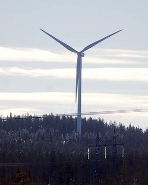 Det här är det hittills enda vindkraftverk som o2Vindkompaniet byggt i Härjedalen, vid Brickan söder om Sveg. Stora projekt är nu på gång i Garpkölen och Trötberget/Botbergen liksom Glötesvålen.Foto: Leif Eriksson