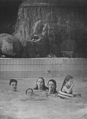 Superlativen haglade när familjen Tjerngren testade Parkbadets äventyrsdel för Arbetarbladets räkning.
