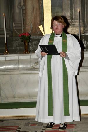 Komminister Lovisa Schmidt ledde tisdagskvällens gudstjänst.