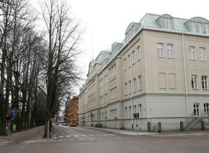 På Vasaskolan, tidigare läroverket, fostrades den unge Gunnar. Och visst är Vasaskolan en elitskola, det finns det många fler exempel på.