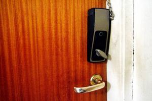 Det nya låssystemet kan öppnas med både nyckel och telefon.Foto: Henrik Flygare