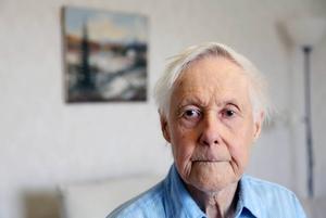 Arne Nordfjäll bor i Funäsdalen men har jobbat stora delar av sitt liv i Stockholmstrakten på järnvägen. Brodern Nils-Otto gick till sjöss och reste jorden runt i 32 år innan han återvände hem till Härjedalen. Han gick bort 2002.