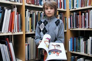 Daniels favorittrick är målarboken där svartvita bilder först får färg...