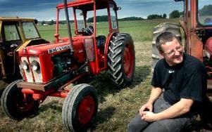 Tvåfaldige vinnaren och regerande mästaren Tomas Westholm kan pusta ut efter att ha fått akutlaga sin traktor sedan en oljeslang sprungit läck i första omgången.FOTO: MIKAEL ERIKSSON