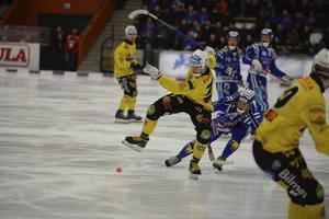 Broberg föll tungt mot Villa.