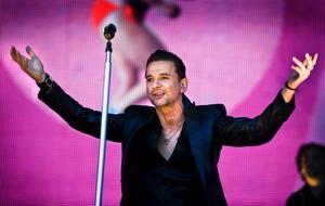 Depeche Mode spelade på Arvikafestivalen förra året. Trots att bandet är festivalens största bokning någonsin lockade man inte tillräckligt med publik för att gå runt.
