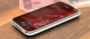 Tre reparerar mobiler i butik