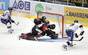 2–0. David Åslin sätter tvåan bakom Moras Lars Johansson.