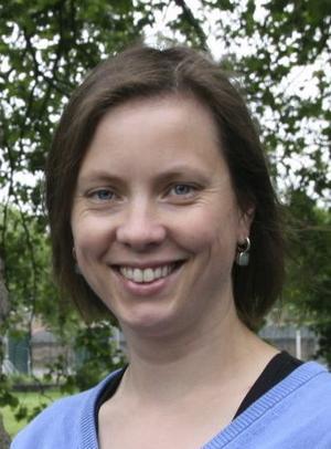 Ann-Christine Gramming jobbar som företagsbibliotekarie i Göteborg. Under namnet Anti-Anki driver hon Köpstoppsbloggen. Hon har också skrivit boken Köp inte den här boken.