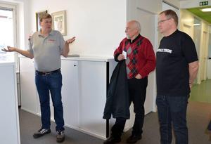 Tord Lundgren timråredaktör på Dagbladet var en av guiderna som visade runt på redaktionerna