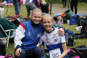 Ronja Hugg (tv) och Hanna Kjellin från Forsa OK kammade hem flera medaljer under helgen.