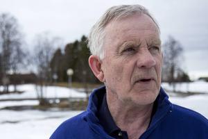 Bo Karlsson (C) tycker att det är fel och odemokratiskt att försöka lägga ner Hackås skoterklubb. Samtidigt konstaterar han att kommunen inte kan göra så mycket åt saken.