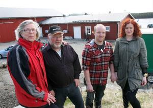 Här är familjen som inte ger upp. Prick ett år efter branden invigdes den nya getgården i Smååkran. För Ulla och Johnny Bengtsson och deras son Emil och hans sambo Linnea Gustafsson var det en glädjens dag.