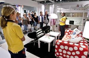 LOCKAR. Det var många som trängdes för att få vara en del av Ikeas reklamjippo när den nya katalogen förhandsvisades i Valbo.