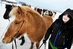 Hanna Arvidsson kommer från Stockholm och har tagit med sig sin egen islandshäst Heidrun till skolan. Hon hoppas efter att utbildningen är avklarad kunna driva en gård och eventuellt någon form av turistisk ridverksamhet eller ridskola.