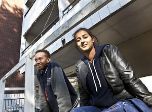 """Gillar Nordostprojektet. """"Hur mycket bra saker det än kommer att finnas där, det är inte det som är grejen. Det är alla personer som är här och diskuterar med varandra"""", säger 16-åriga Ashti Farshadi som ofta går till Nordostprojektet. """"Vi kan sitta tio personer och bara prata, då mår man bra. Man pratar om hur livet är, hur man mår och så. Och om fotboll"""". Abdulgadir Abdulgadir, 16, vill inte heller att Nordostprojektet ska försvinna."""