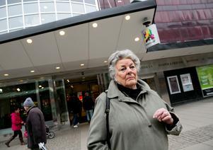Sonja Odell känner sig lurad efter att hon att tecknat ett telefonabonnemang på butiken Mobilizera i Telgehuset.