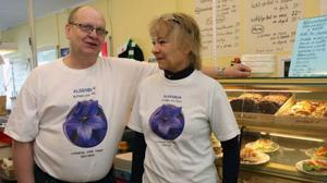 Bror och Kerstin Grönlund är något av Alsens hjältar sedan paret blåst liv i lanthandeln igen.