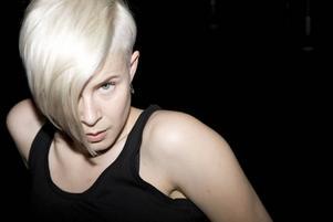 I morgon gör Robyn en sista spelning på Way Out West-festivalen i Göteborg. Sen låser hon in sig i studion för att skriva på sin femte skiva.