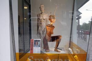 Inga Hjohlman är också säsongens utställare i Smôgan, den inglasade hörna av Kulturhuset i Bollnäs som vätter mot Odenbacken.