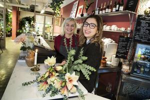 Krögaren Irene Friborg driver restaurangen Hermans och Stina Kjellson blomsterbutiken  Fiori i gemensamma lokaler i Borlänge.