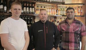 Pitcher´s delägare David Nordberg och Anders Nordendahl tillsammans med krögaren Massoud Malak Tammo är redo för premiäröppningen av restaurangen i Ludvika.