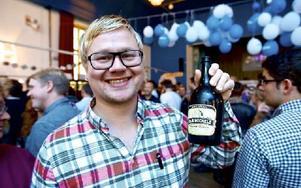 Johan Svanbäck från Västerås verkade glad och lycklig över att ha hittat ett favoritöl. Foto: Claes Söderberg/DT