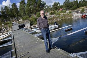 Ingemar Arringes båtplats är tom eftersom båten är på verkstad efter det senaste besöket av tjuvarna. De slet slet loss instrumentpanelen och stal bland annat körreglage.
