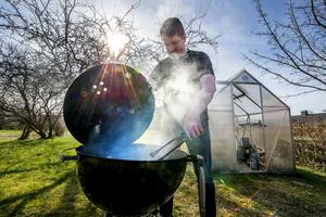 Mattias Hedman arrangerar Skvadern i rök, ett grillevent öppet för alla på Södra berget den 28 maj.