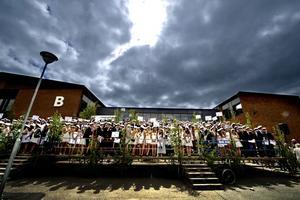 Amfiteater. Mellan hus A och B på Alléskolan vill en arbetsgrupp bestående av olika representanter från Alléskolan, skapa en amfiteater för studentfirande och konserter. Arkivfoto: Håkan Risberg