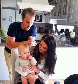 Magnus Jaarnek, 28 år, Kajsa Thuresson 23 år, och lille Ture, snart 1 år.
