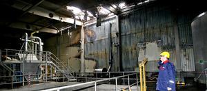 Per Lundman, vd för Arizona Chemical i Sandarne, i den eldhärjade fabriken.