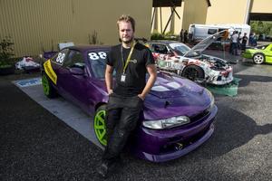 Jim Nordquist har både arrangerat tävlingen och deltagit i Proint klassen. Bakom sig har han sin Nissan 200SX S14 med en Toyota Supra motor på drygt 500 hästkrafter.