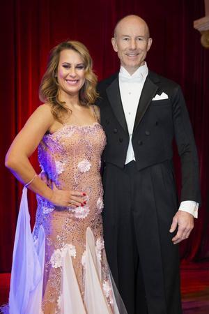Ingemar Stenmark dansar med Cecilia Ehrling.