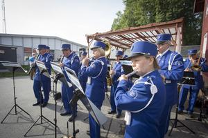 Kolbäcks musikkår inledde årets Kolifej, bland annat med sommarmusik.