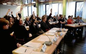 Kommunfullmäktige i Hällefors.  Johan Stolpen (V) anser att den styrande majoriteten ägnar sig åt politiskt maktspel.Arkivfoto: Birgitta Skoglund